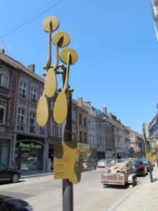 Één van de borden in de Rue Adolphe Sax. Dit bord gaat over de Altsaxofoon.